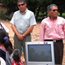 CBN apoya la educación escolar mediante la donación de computadoras