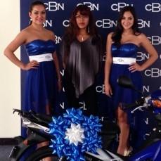 CBN cumple y entrega la motocicleta Yamaha, premio del primer curso online para Bartenders y Meseros responsables