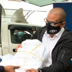 CBN donó al Sedes de Cochabamba trajes de bioseguridad hechos en Bolivia