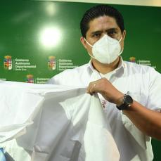 CBN donó al Sedes de Santa Cruz y La Guardia trajes de bioseguridad hechos en Bolivia