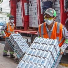 CBN entregó 19.200 unidades de agua para bomberos que combaten los incendios en Chuquisaca