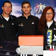 CBN entregó indumentaria deportiva a diez deportistas olímpicos bolivianos