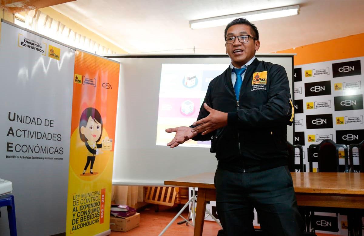 CBN y la Alcaldía informan y capacitan a dueños de puntos de venta de tres distritos para que se formalicen