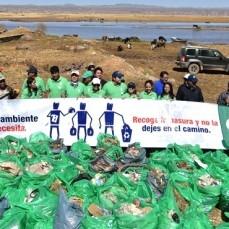 Voluntarios de CBN limpiaron alrededores del Lago Titicaca