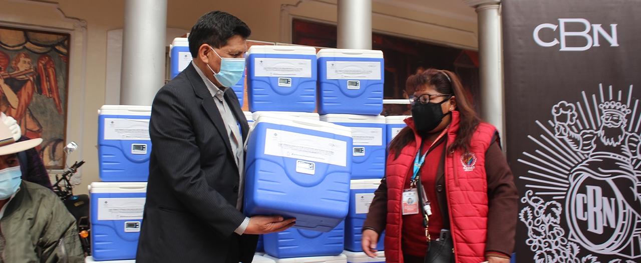CBN continúa con su apoyo a la campaña de vacunación contra el COVID-19 con la donación de 40 conservadores de frío para vacunas a la gobernación de Oruro